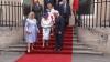 Канадский губернатор дотронулся до Елизаветы II, нарушив международный протокол