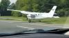 В США самолет приземлился на оживленную трассу
