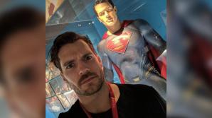 """Специалисты Warner Bros. с помощью компьютеров """"сбривают"""" усы Супермену"""