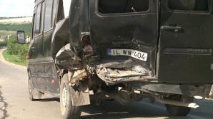 Микроавтобус с 20 пассажирами столкнулся с автомобилем на подъезде к Гратиештам