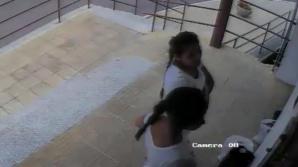 Бесцеремонная кража детской коляски на Чеканах попала на видео