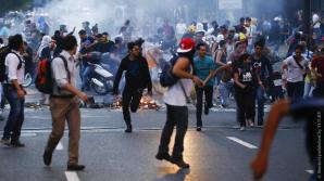В Венесуэле во время протестов погибла учительница