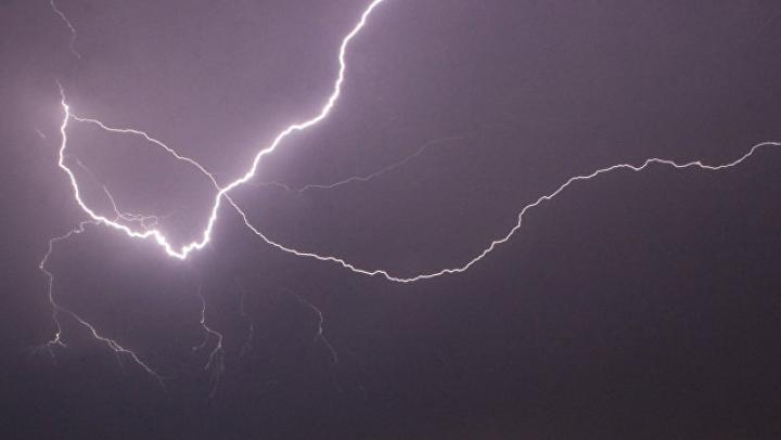 В Ярославле молния ударила в троллейбус, водитель госпитализирован