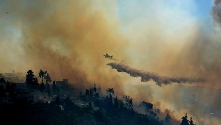 В Канаде из-за лесных пожаров эвакуированы около 37 тысяч человек