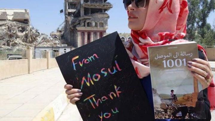 Парню, восстанавливающему библиотеку, разрушенную ИГИЛ, шлют книги со всего мира