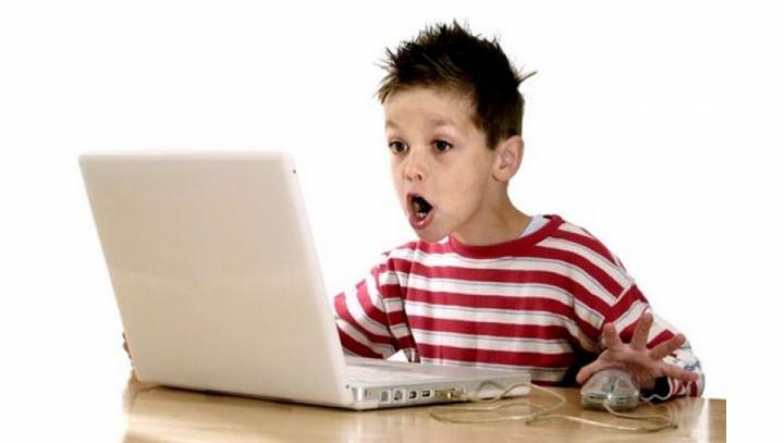 Британским детям помешают смотреть порнографию