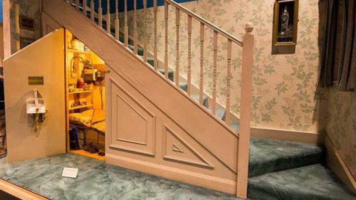 Джоан Роулинг рассказала, почему Гарри Поттер жил в чулане под лестницей