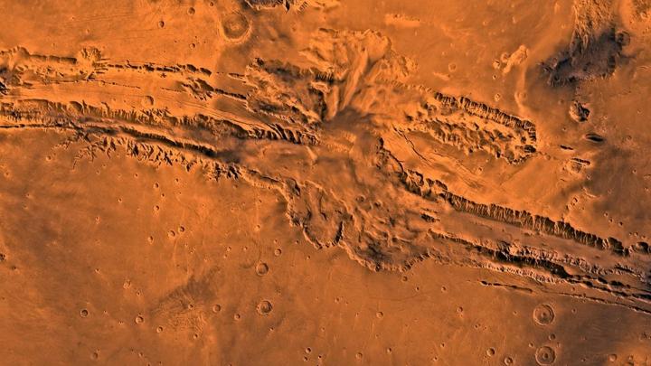 Фото: Астрономы NASA нашли на Марсе человеческое лицо