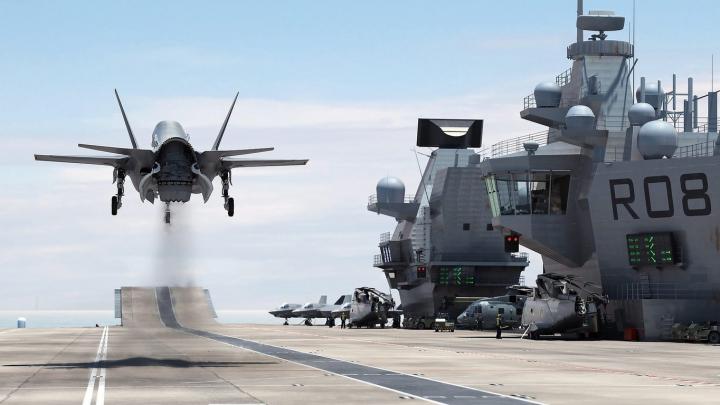 Новый британский авианосец остался без охраны