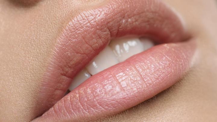 Форма губ сексуально мобильной женщин