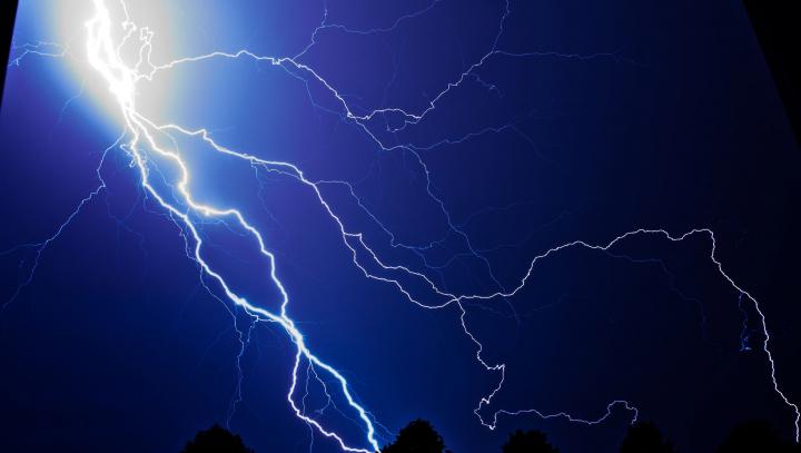 В Швейцарии во время грозы молния пометила вора