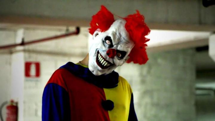 Клоун-маньяк пытался украсть 9-летнюю девочку, заманивая её деньгами