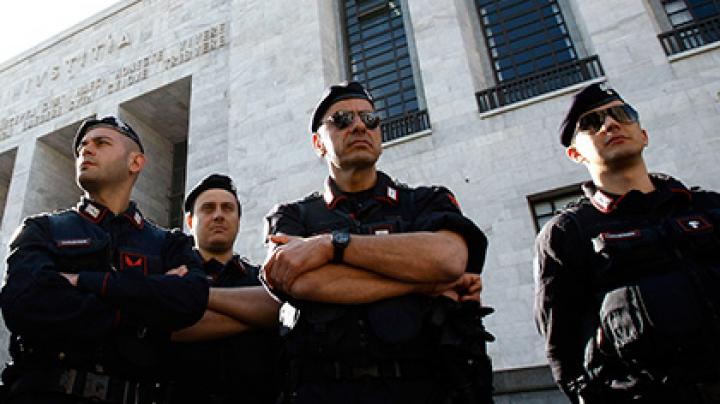 На юге Италии за связь с мафией задержаны более 100 человек