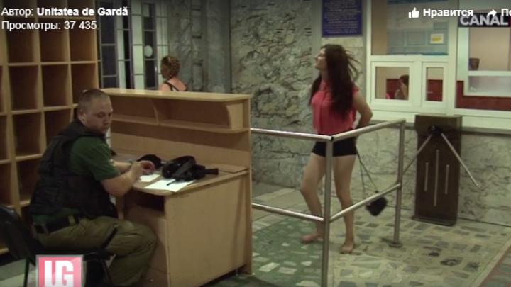 Стало известно, за что задержали устроивших пляски в полиции девушек