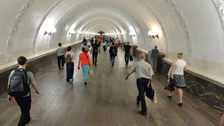 Пассажир выжил после падения под поезд московского метро