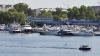 Застрявший под Ярославлем теплоход с туристами сдвинули с помощью буксира
