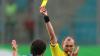 Арбитр матча забыл удалить игрока, получившего две желтые карточки