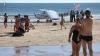 Самолет приземлился на пляж и сбил людей