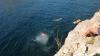 Четверо спортсменов устроили состязания по прыжкам в воду