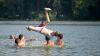 Сотни горожан бегут от жары на берег Днестра в Вадул-луй-Водэ