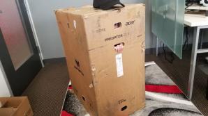 В коробку от игрового ноутбука за $9000 помещается человек