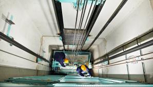 В челябинской высотной новостройке лифт с пассажирами рухнул в шахту