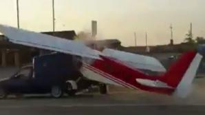 В Чечне самолет врезался в автомобиль: видео