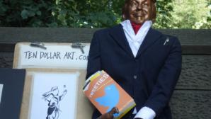В Нью-Йорке установили статую Трампа