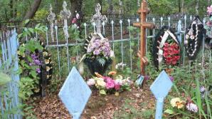 Петербуржец на иномарке без номеров устроил погром на кладбище