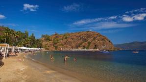 У берегов турецкого курорта затонула яхта с туристами