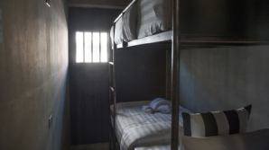 Туристам в Бангкоке предложили провести ночь в «тюремной камере» за 49 евро