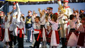 На площади Великого национального собрания заканчиваются приготовления к празднику