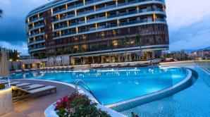 В Турции турист упал с балкона элитного отеля и погиб