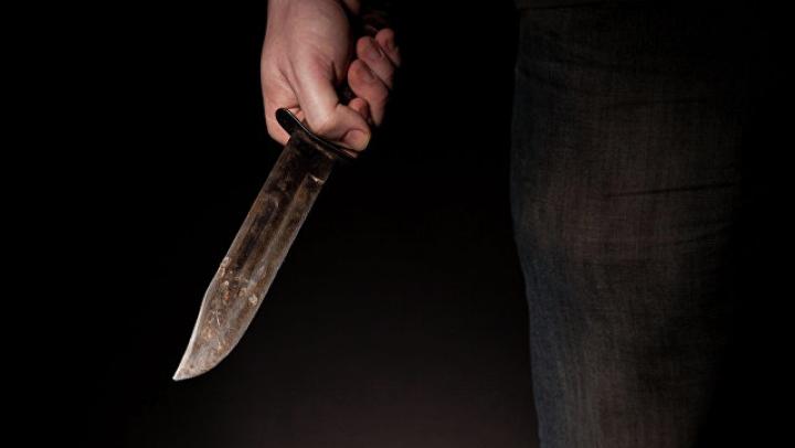 Воронежец ударил 24 раза ножом подругу жены за то, что та учила его жизни