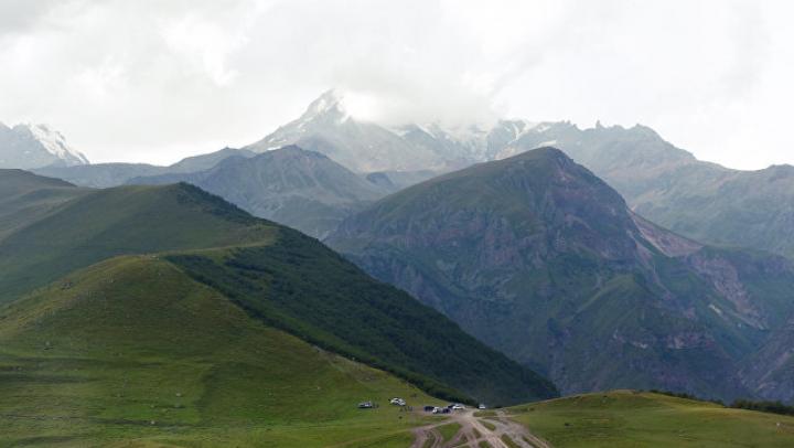 Альпинист скончался во время купания в горячем источнике на Казбеке