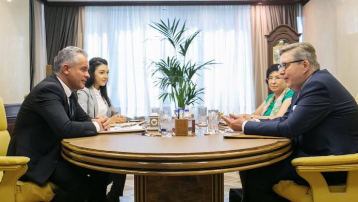 Влад Плахотнюк и Пиркка Тапиола провели встречу по случаю завершения миссии посла ЕС в Молдове