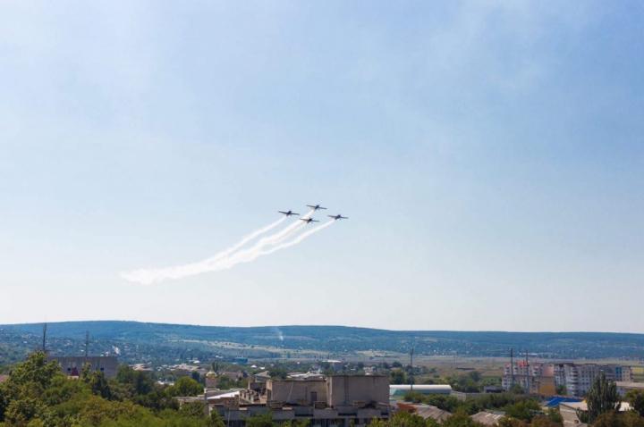 В Оргееве в День независимости организовали авиашоу: фото