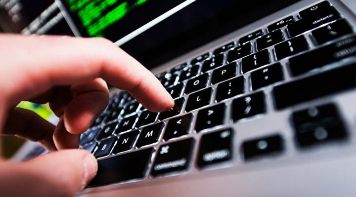 Хакер вскрыл машину для потерявшей ключи семьи