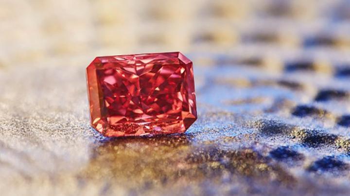 На торги выставлен редчайший красный бриллиант