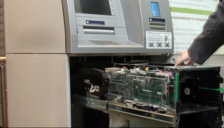 В Тюмени преступники взорвали банкоматы и похитили деньги