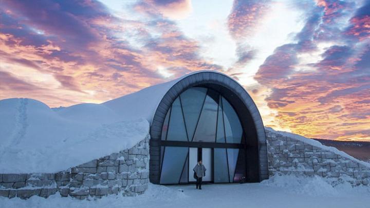 В Швеции построили ледяной отель посреди лета