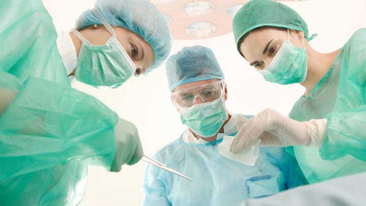 Египетский врач достал из желудка пациента 39 гвоздей и зажигалку