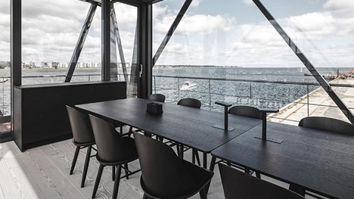 Грузовой кран в Дании превратили в отель со спа-зоной