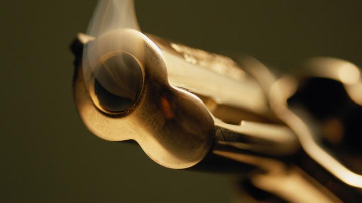 Телохранитель случайно выстрелил из пистолета при посадке в самолет