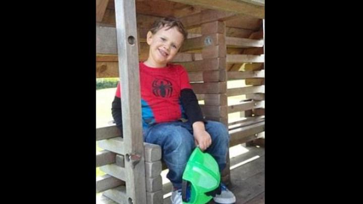 Пятилетний мальчик умер, подавившись колбасой во время обеда в школе