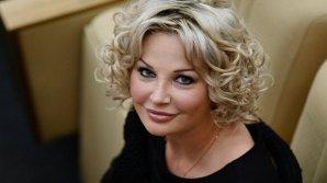 Максакова попала под водопад во время выступления в Киеве