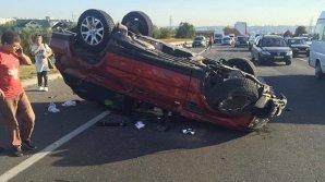 Авария на трассе возле Кишинева: автомобиль столкнулся с грузовиком и перевернулся