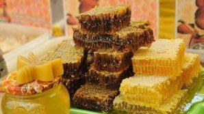 Почему пчеловоды предпочитают продавать мёд на развес на местном рынке