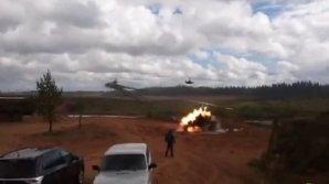 """На учениях """"Запад-2017"""" вертолет выстрелил ракетами по зрителям: есть тяжелораненые"""