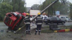 ДТП в Бельцах: пьяный таксист превысил скорость и врезался в опору электропередач